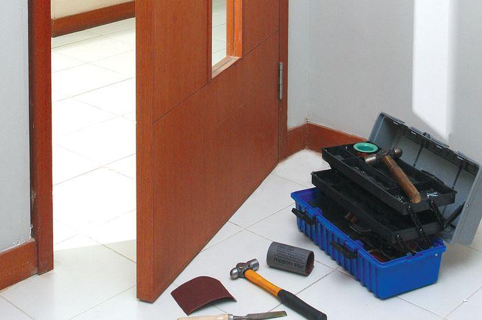 Cara Atasi Engsel Pintu Seret